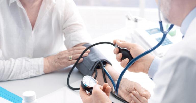 L'hypertension chez les ainés : comment surveiller?